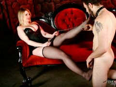 Mistress Siri enjoys foot worship